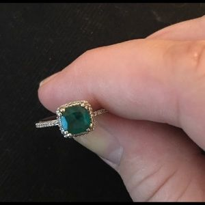 Jewelry - Emerald ring
